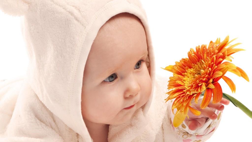 На сколько тепло должен быть одет младенец?