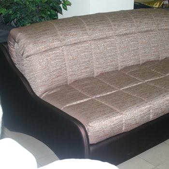 диван с удобными подушками