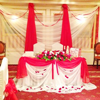 Использование тканей при украшении свадеб